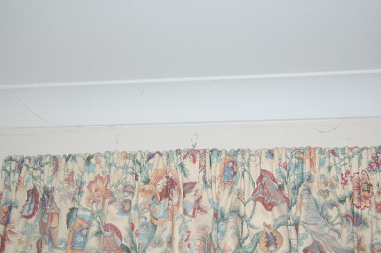 Pembridge Palace Hotel: Typical dirt, spider webs & filth