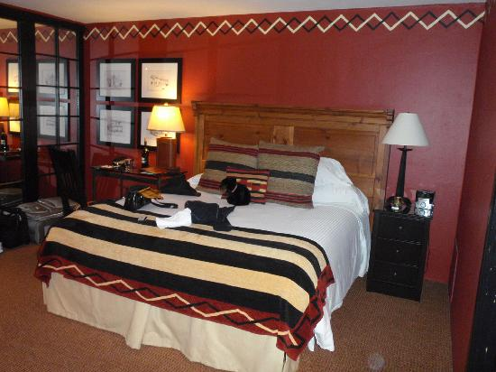 Inn and Spa at Loretto: VERY comfy bed!