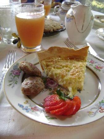 Historic Sylvan Falls Mill Bed and Breakfast: Very Yummy!!;)