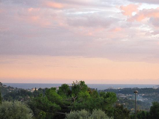 Villa St Maxime: View of Med. Sea from patio