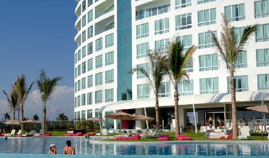Park Royal Mazatlán: la alberca esta preciosa