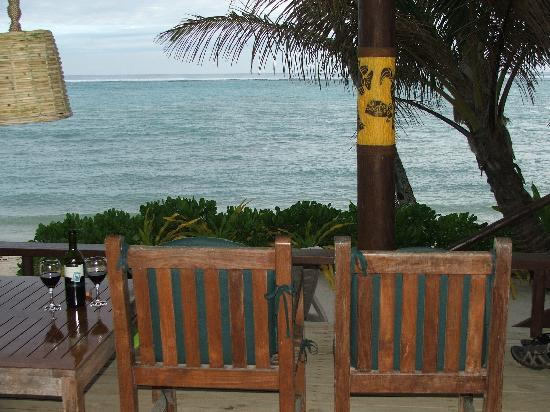 Rarotonga Beach Bungalows : The view from the porch.