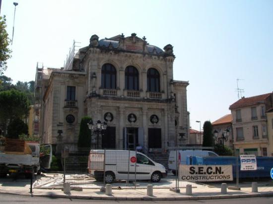El Teatro Municipal de Orange,es del siglo XIX;Obra de Andre Jean Boudoy colaborador de Garnier