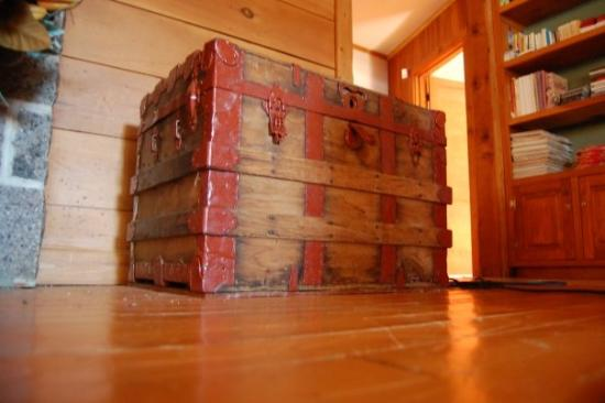 oui oui un enfant de 9 ans peut entrer dans ce coffre. Black Bedroom Furniture Sets. Home Design Ideas