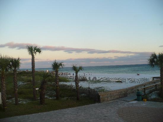 Ramada Plaza Fort Walton Beach Resort/Destin: View from 2nd floor balcony