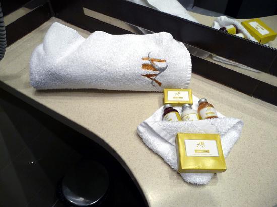 Aviator & Spa Hotel: Monogrammed towels