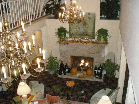 BEST WESTERN PLUS Elm House Inn : Elm Inn lounge