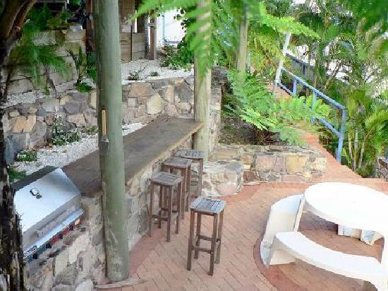 Coral Point Lodge: BBQ area
