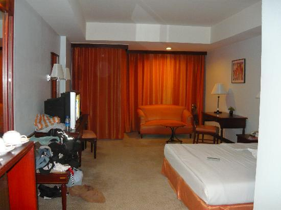 Tai-Pan Hotel: our room