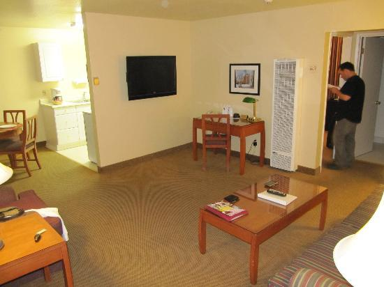 Marin Suites Hotel County