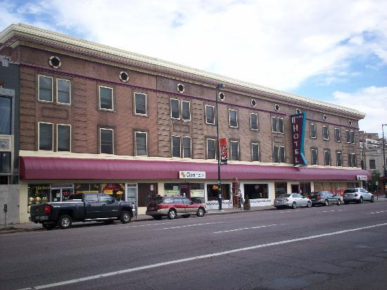 11th Avenue Hotel & Hostel: Street View of 11th ave. hotel