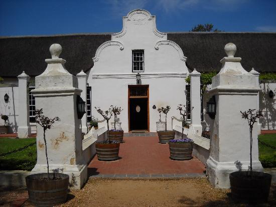 AlphaBed B&B : Typical Cape-Dutch farmhouse
