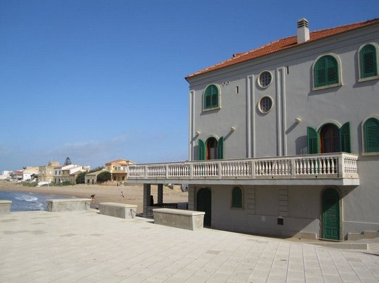 B&B La Casa di Montalbano: View of the house from sarasen tower