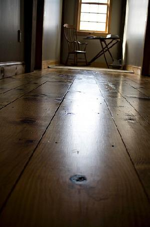 The Inn At Grace Farm B&B: Beautiful custom made hard wood floors