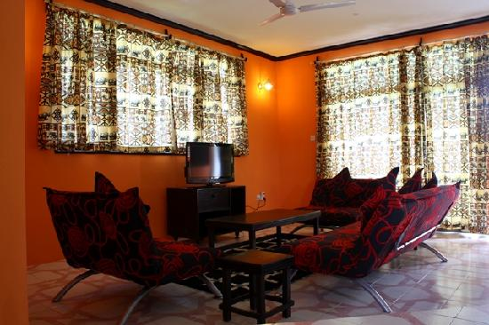Bahari Dhow Beach Villas: the living room
