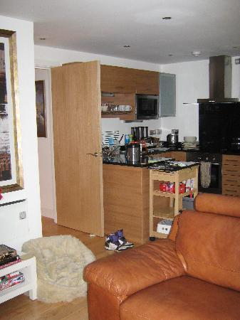 Leedslet   Luxury 2 Double Bed Serviced Apartment: Kitchen are