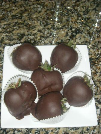 Hotel Giraffe by Library Hotel Collection: Chocolate strawberries