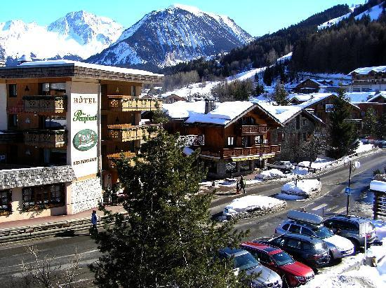 Hôtel Les Peupliers : The main hotel as seen from the balony in the chalet across the road