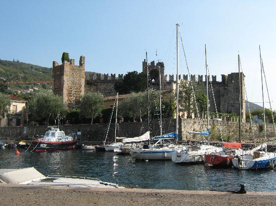 Hotel Bella Italia : Torri del Benaco Castle