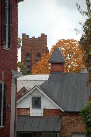 The Staunton Choral Gardens Bed and Breakfast: Church/Cityscape over the roof of the Carriage House
