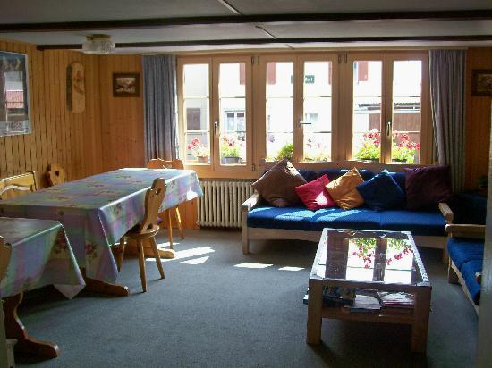 Chalet Fontana : breakfast/living room