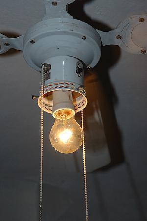 Avissar House: Bare Bulb in Livingroom