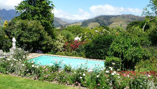 The Garden House: The Pool with spectacular view