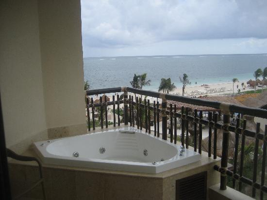 Hot tub on balcony picture of dreams riviera cancun for Balcony hot tub