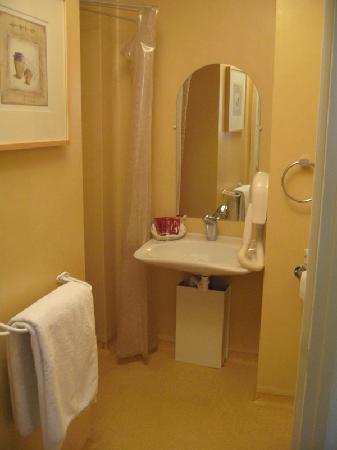 St Claire Hotel: Bathroom