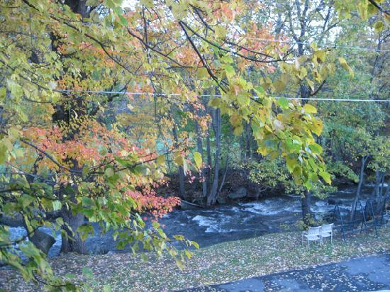 The Valley Inn: Love the sound of the stream!