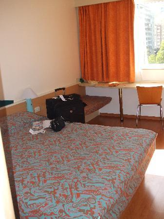 Ibis Montevideo: room