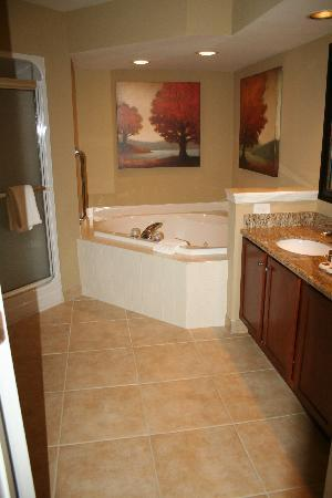 Greensprings Vacation Resort : King ensuite bathroon
