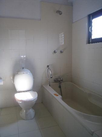 New Pokhara Lodge Sparkling Clean Toilet Bath