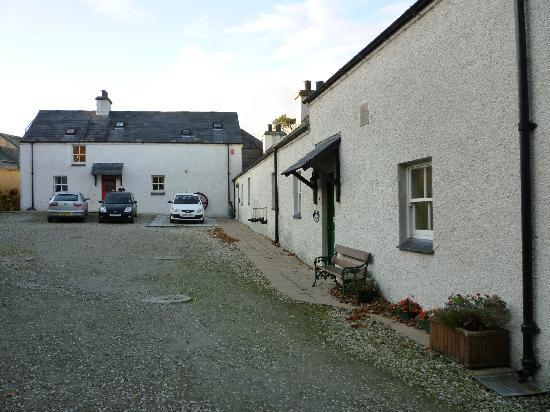 Magheramore Courtyard: the cottages...one has no patio doors..ask..
