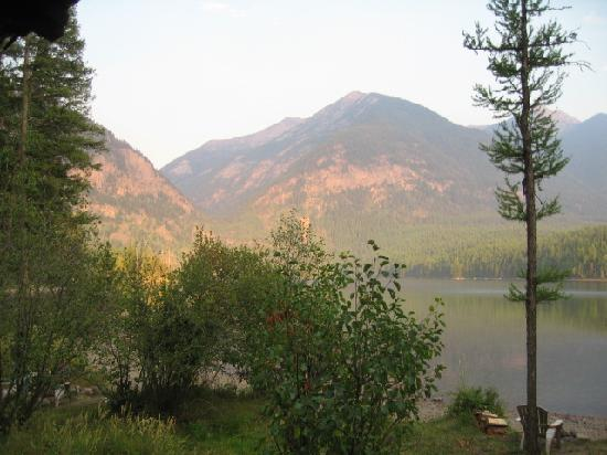 Holland Lake Lodge: Late night view from my cabin