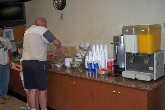 Super 8 Anaheim Near Disneyland: continental breakfast