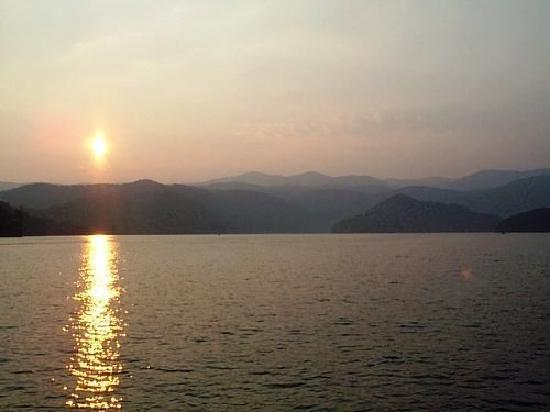Южная Каролина: Lake Jocassee Sunset