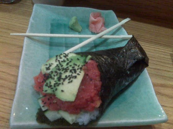 NaRa: My absolute favorite..spicy tuna hand roll.Careful of that spice!This one was made by Day, (the