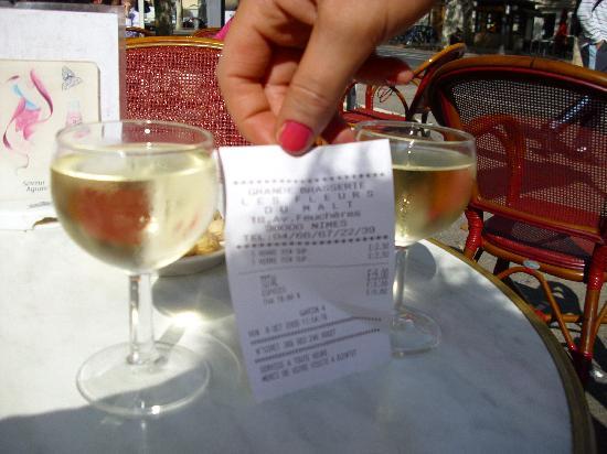 Adagio Access Nimes : the glass of wine same size as receipt ! so tiny