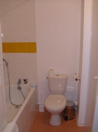 Adagio Access Nimes : Bathroom ...big and clean