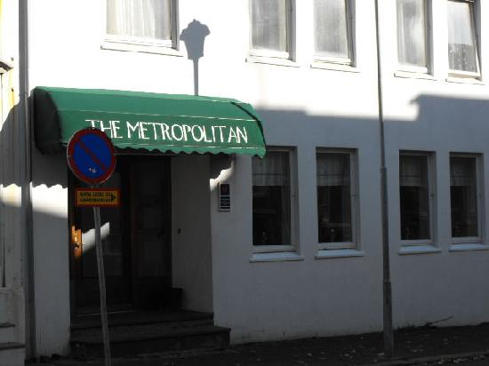 Entrance to the Metropolitan Hotel