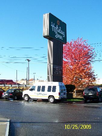 Fireside Inn & Suites Portland: Free airport shuttle