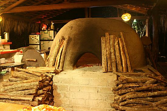 Su horno de le a le dan un sabor nico y exquisito a las pizzas picture of jungle pizza - Hornos de piedra ...