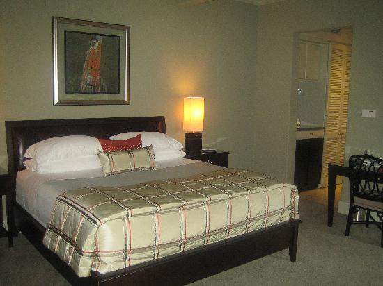 The Guesthouse on Allen Street: The bed is extremely comfortable.