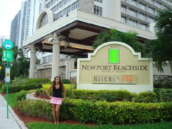Newport Beachside Hotel and Resort: outsiide the hotel