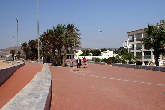 Hôtel Agadir Beach Club : La promenade devant l'hôtel