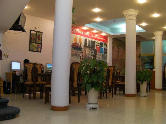 Rising Dragon Hotel: Canteen