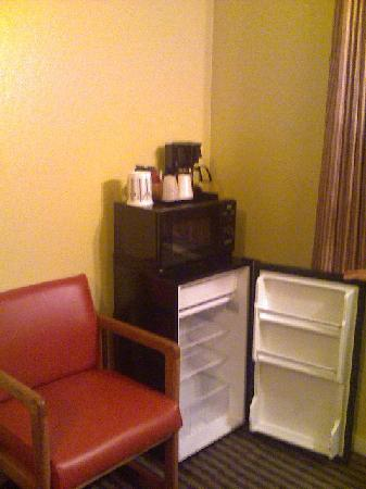 Chardonnay Lodge: Fridge and microwave!!!