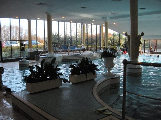 Manchester Airport Marriott Hotel : lesiure club with pool, sauna and jacuzzi!