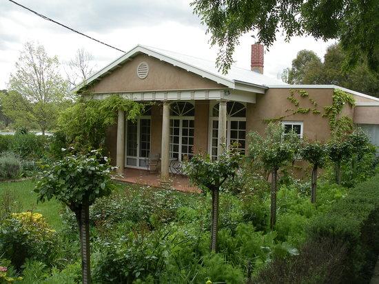 Al-Ru Farm: The Garden Pavillion